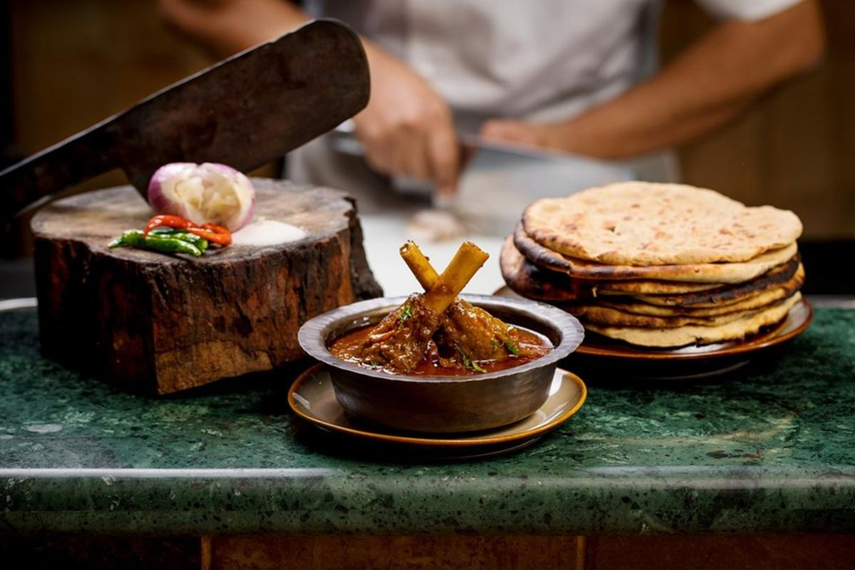 Gosht nihari with Khamiri roti.