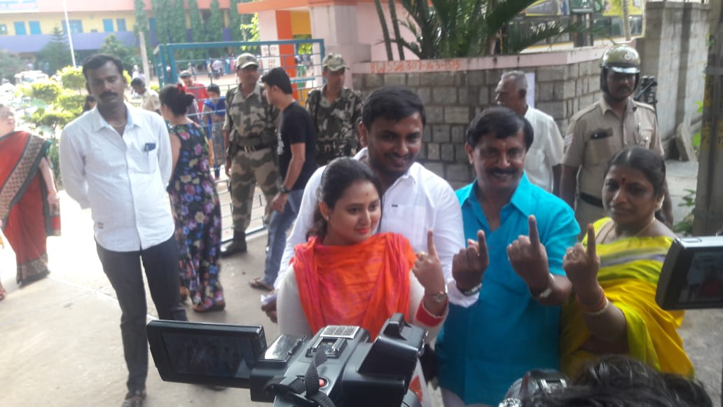 Kannada actor Amulya and her family show their inked fingers after casting their vote in RR Nagar polls, in Bengaluru on Monday. DH Photo
