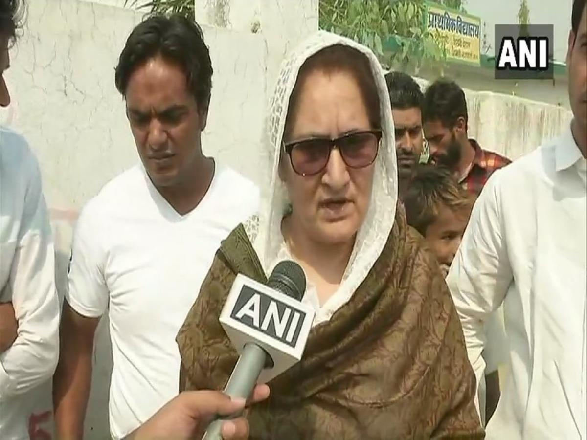 Tabassum Hasan, Rashtriya Lok Dal (RLD) candidate for Kairana Lok Sabha by-poll said, 'EVM machines are being tampered everywhere, faulty machines haven't been replaced in Muslim&Dalit dominated areas. (ANI Photo)