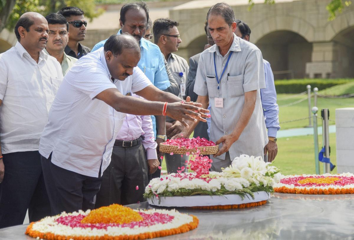 Karnataka Chief Minister H D Kumaraswamy pays tribute to Mahatma Gandhi at his memorial Rajghat in New Delhi on Monday. (PTI)