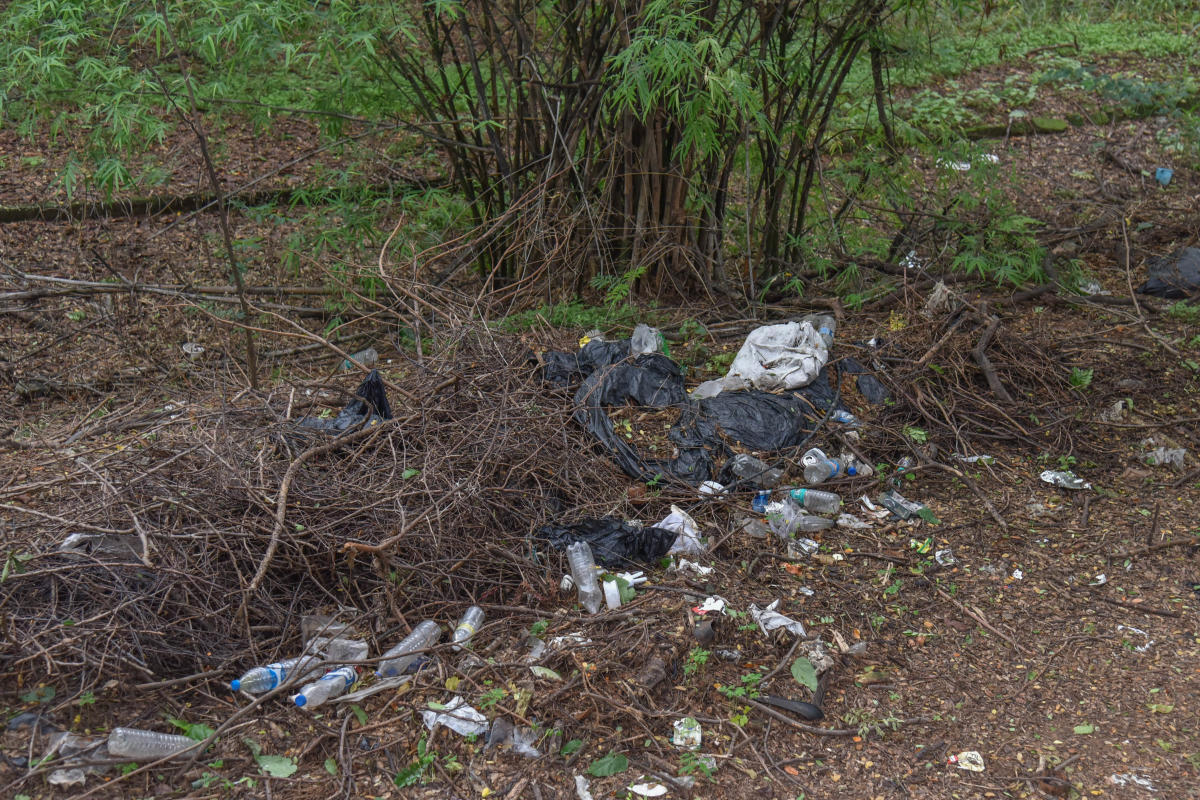 Garbage strewn in the Cariappa Memorial Park premises on MG Road. DH Photo/S K Dinesh