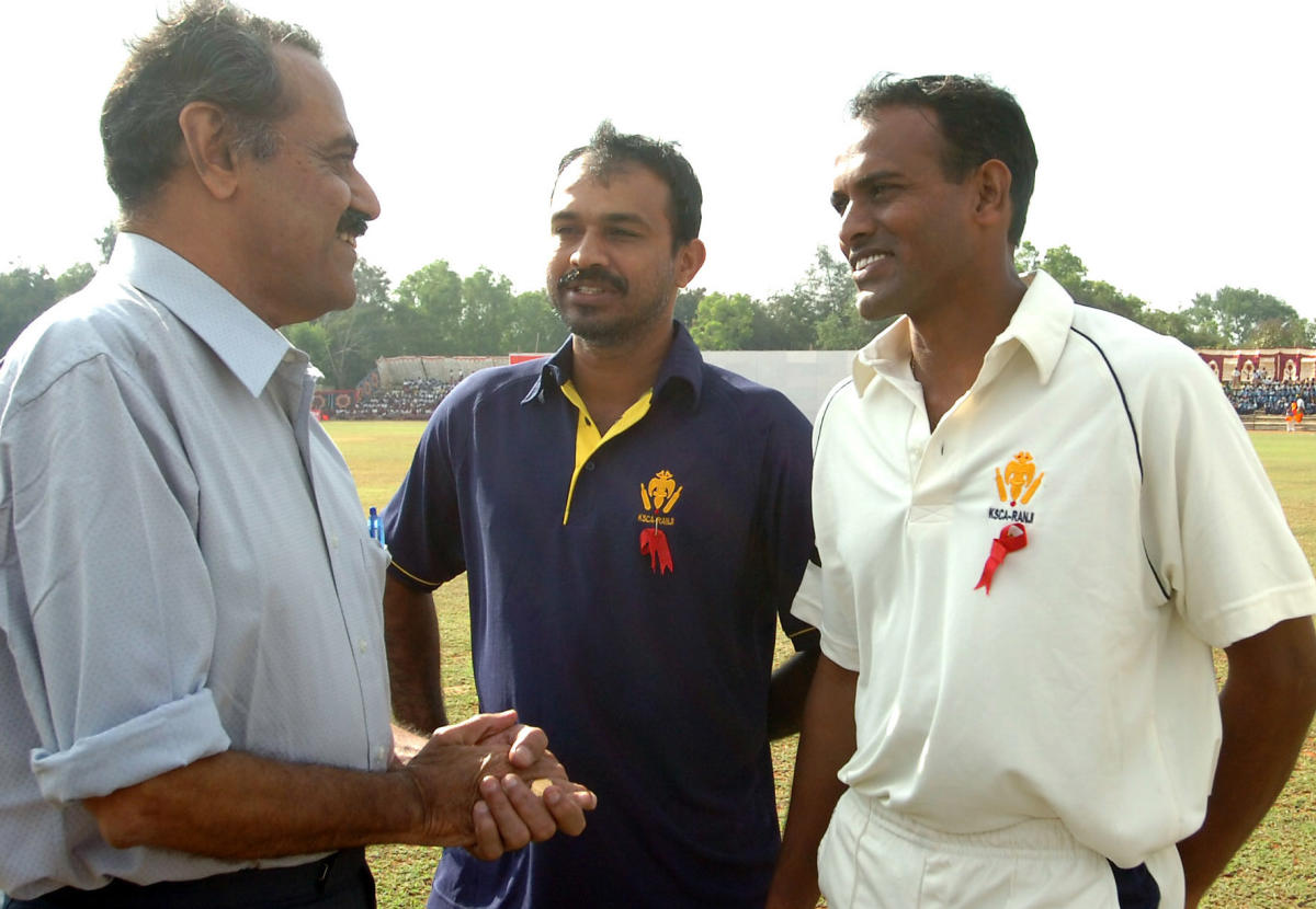 P V Shashikanth (centre) has been replaced as head-coach of Karnataka. DH file photo