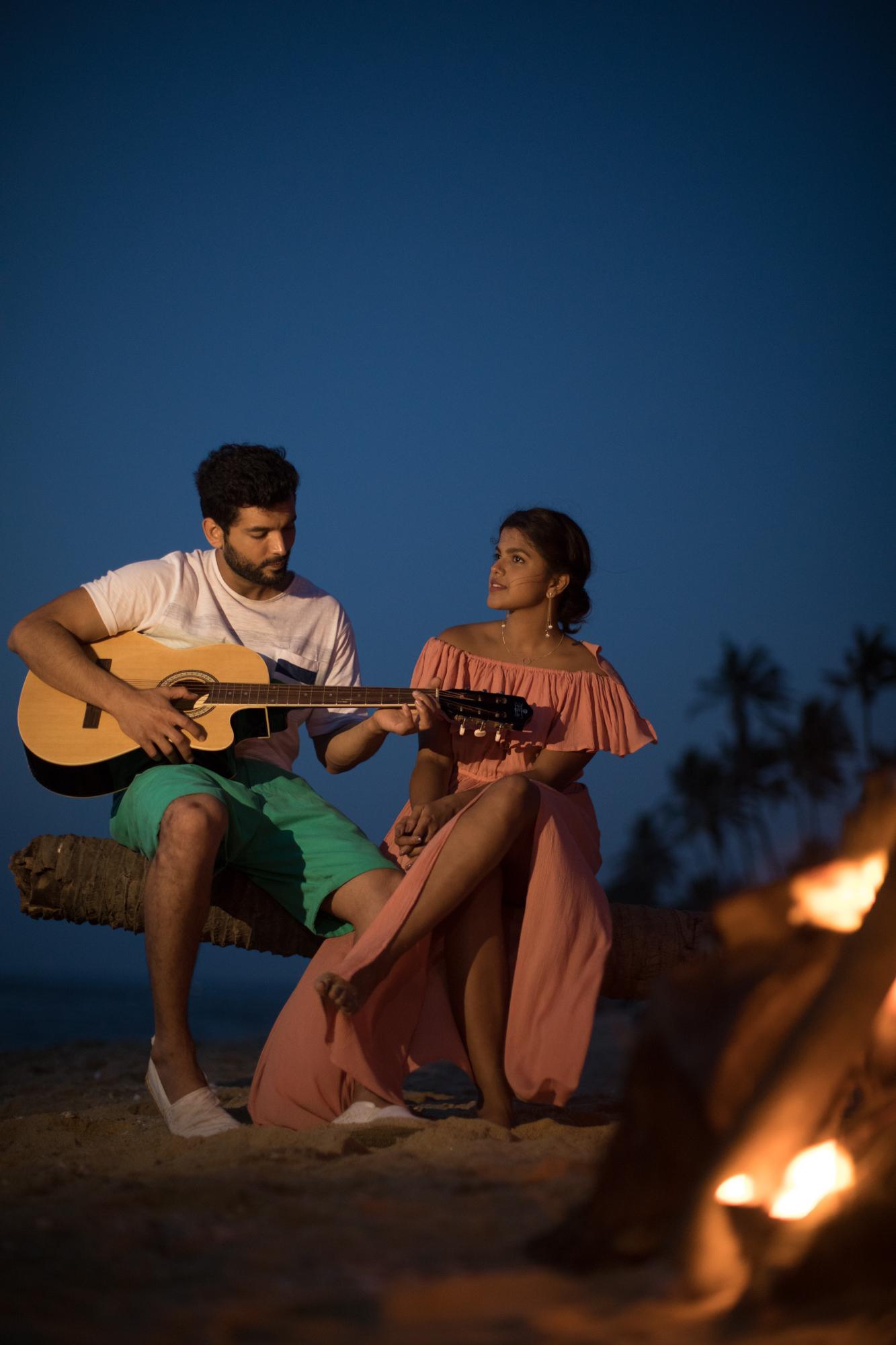 Diganth and Pooja in 'Katheyondu Shuruvagide'