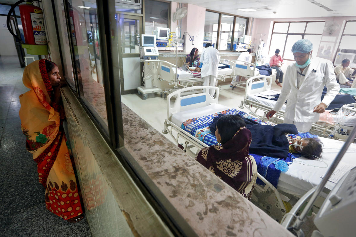 A woman looks into the intensive care unit (ICU) at the Baba Raghav Das hospital in the Gorakhpur district, India August 14, 2017. (REUTERS File Photo)