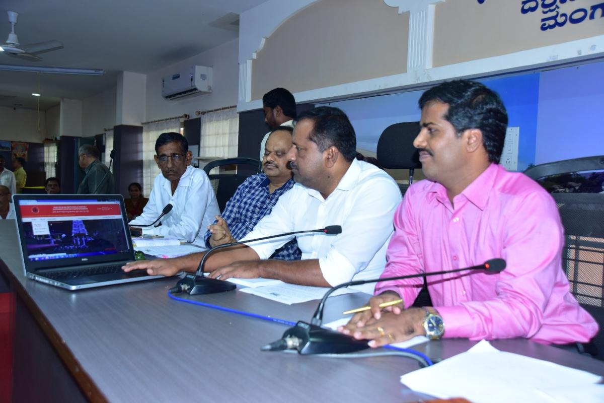 Urban Development, Housing and District In-charge Minister U T Khader launches the website of the Religious Endowment Department at the deputy commissioner's office in Mangaluru on Thursday.