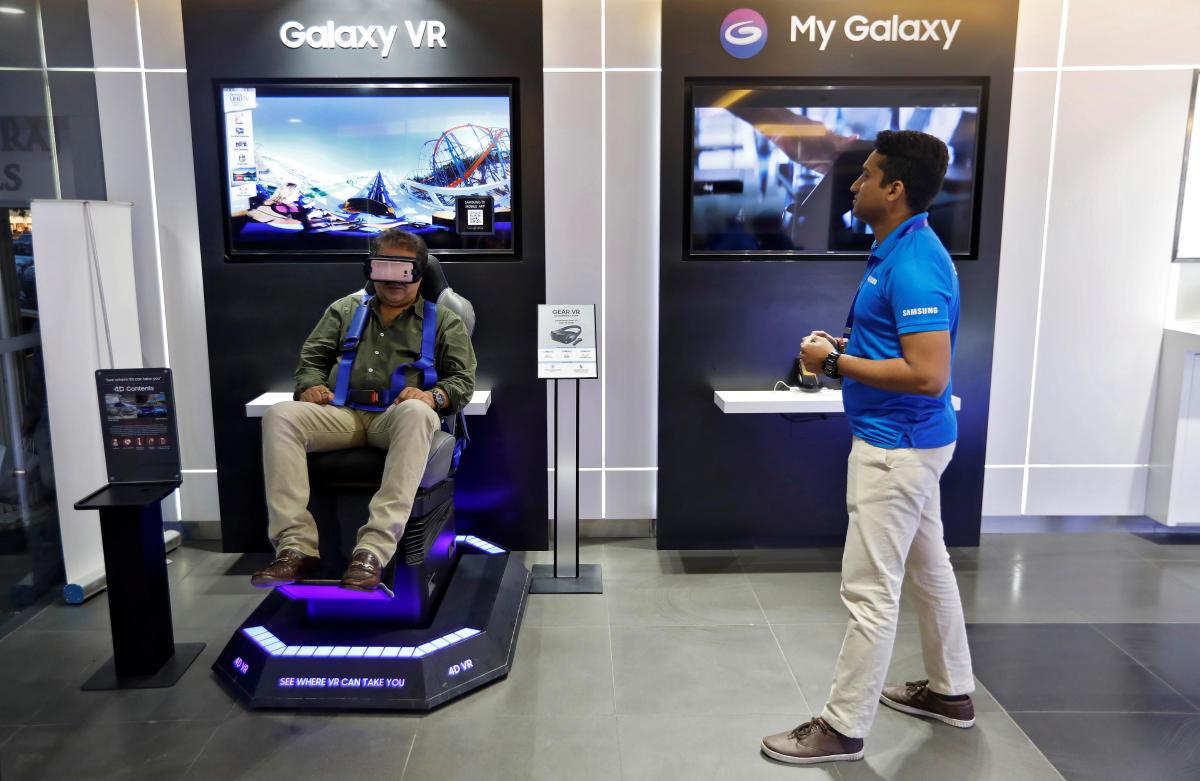 A customer tries a Samsung Gear VR at a Samsung showroom in New Delhi, India. REUTERS