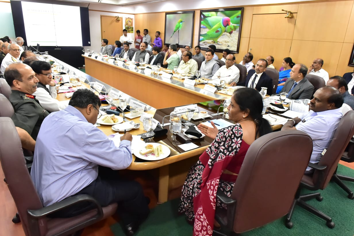 Union Defense Minister Nirmala Seetharaman and Chief Minister HD Kumaraswamy held a meeting regarding the transfer of defence land for Infrastructure development projects of Bengaluru. Image source: Twitter/CMO Karnataka