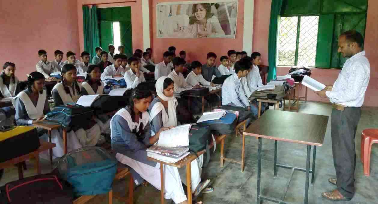 The students here study both Sanskrit and Urdu along with other subjects including Mathematics, Science and Hindi.