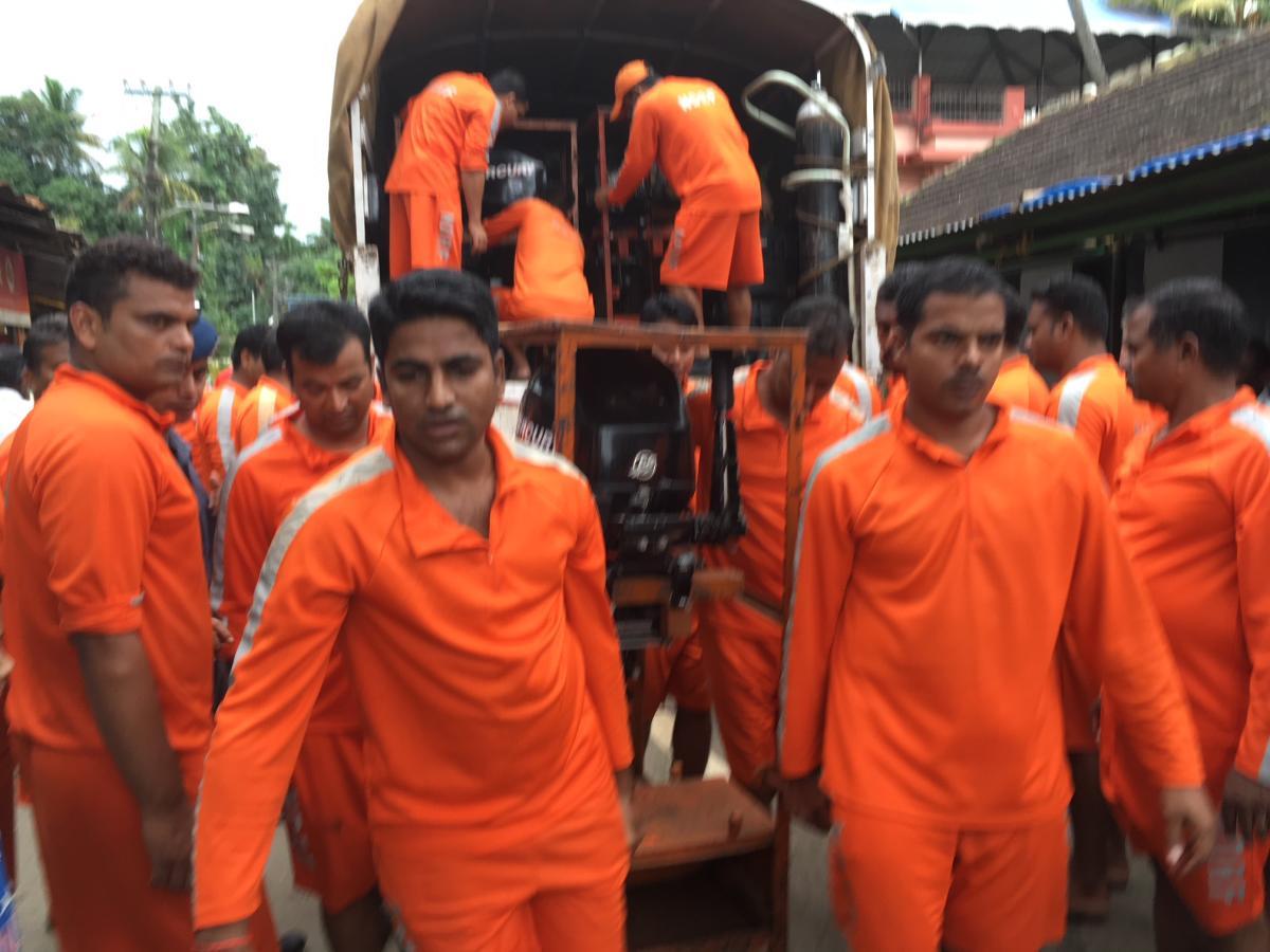 NDRF personnel in preparatory mode near the Mahadeva Temple in Aluva, in Ernakulam district, on Friday. DH Photo by R Krishnakumar