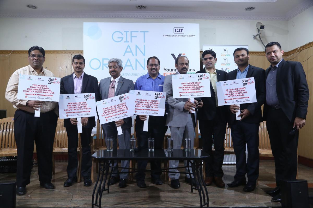 Doctors from multiple hospitals have come together for the cause of organ donation.(From Left to Right 1. Dr. Anand 2. Dr. Vishwanath 3. Dr. Vivek Jawali 4. Dr. KaushikMurali 5. Dr. Olithselvan 6. Dr. Kishore 7. Dr. Bhaskar
