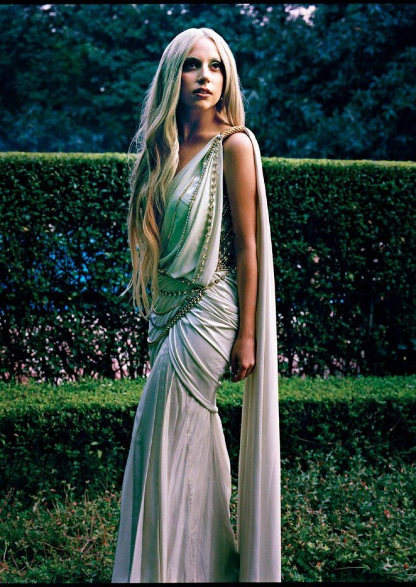 Lady Gaga flaunting a Tarun Tahiliani saree