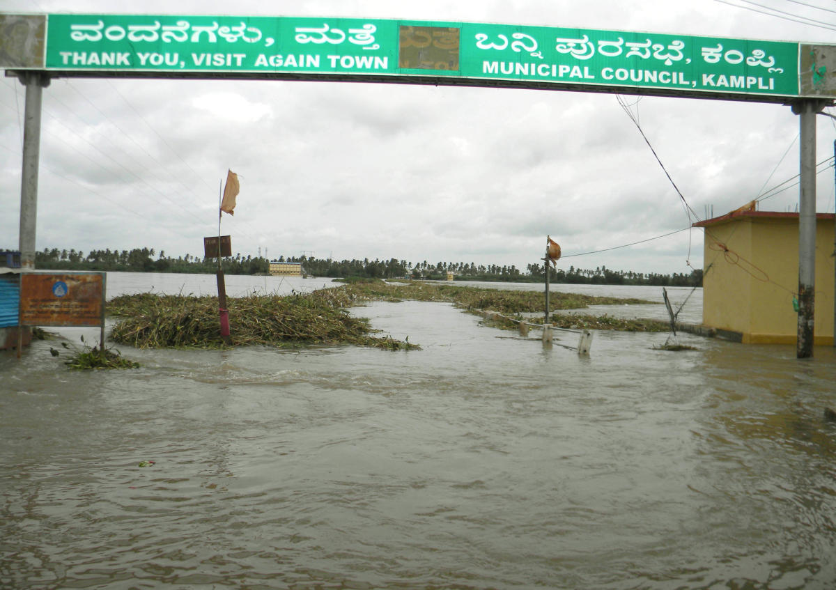 The bridge between Kampil and Gangavathi is under water following release of water from Tungabhadra dam on Wednesday. DH Photo