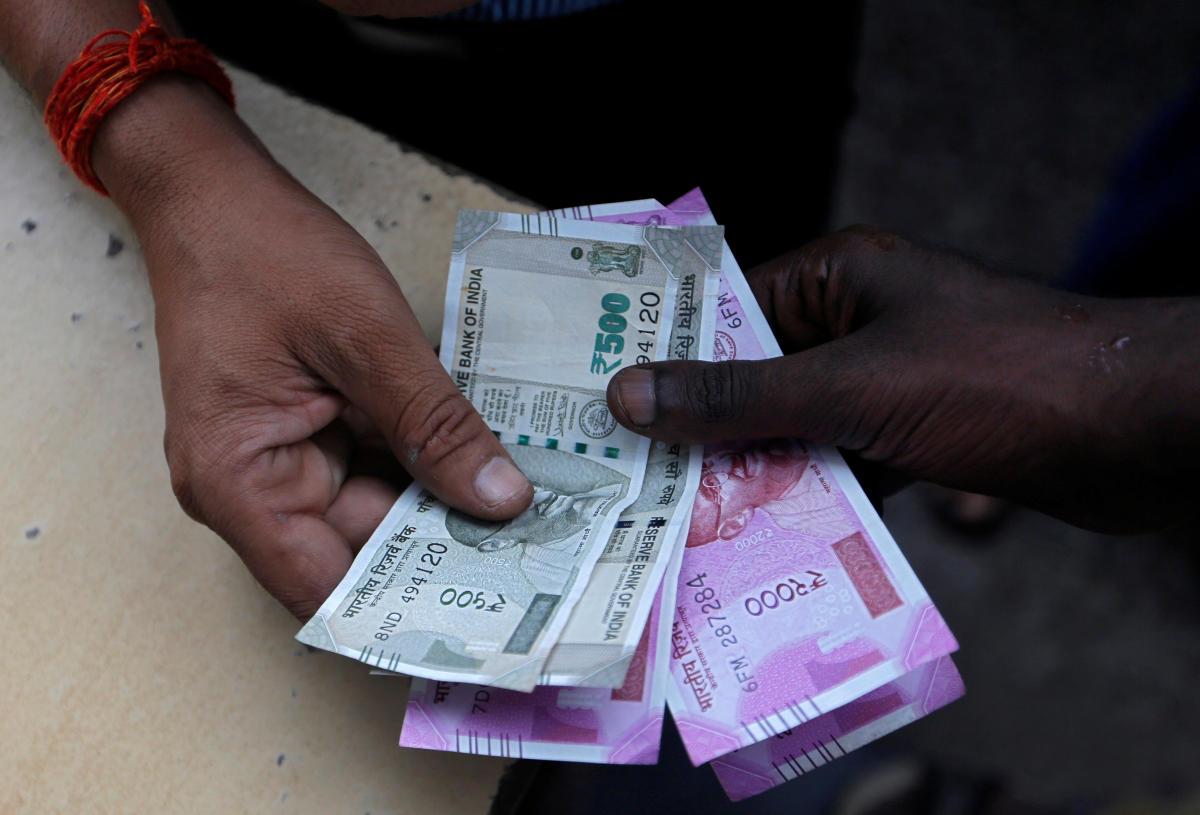 At the Interbank Foreign Exchange, the local currency opened at a record low of 70.25 a dollar. (Reuters photo)