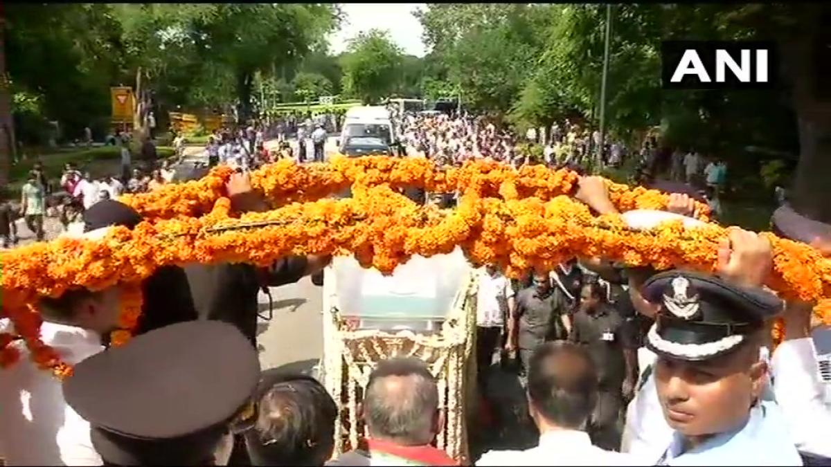 A huge crowd of people has joined the procession as the mortal remains of former Prime Minister Atal Bihari Vajpayee are being taken from his residence to the BJP Headquarters. (ANI/Twitter)