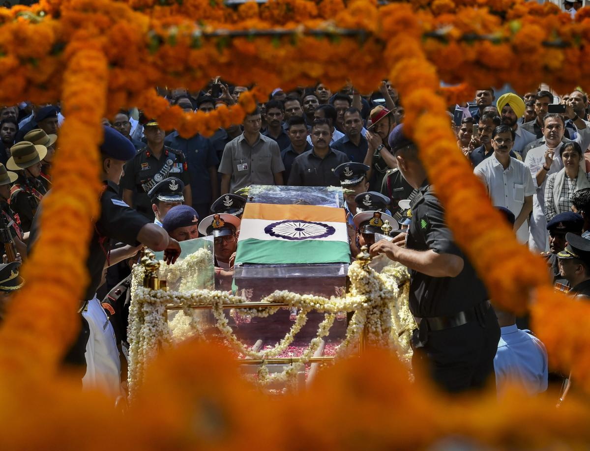 Mortal remains of former prime minister Atal Bihari Vajpayee being taken from his Krishna Menon Marg residence to BJP headquarters at Deen Dayal Upadhyay Marg for the last rites, in New Delhi on Friday, August 17, 2018. (PTI Photo/Arun Sharma)