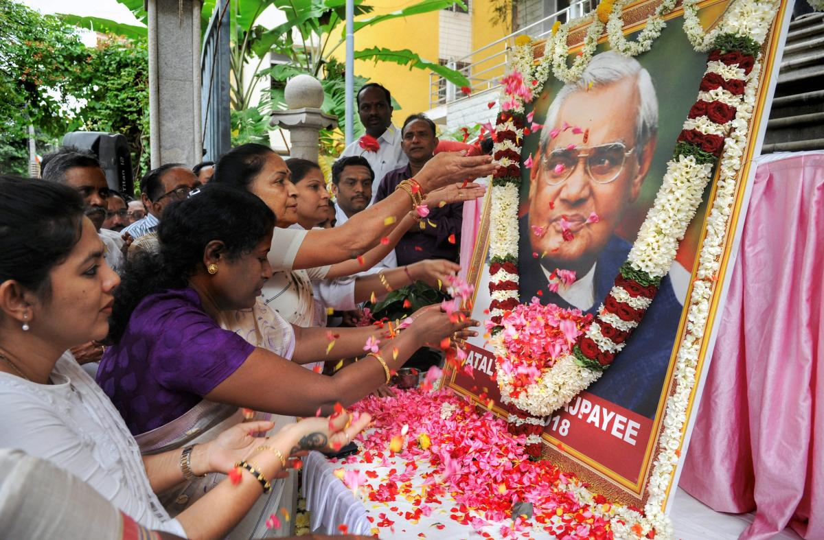 BJP Mahila Morcha members pay floral tribute to former prime minister Atal Bihari Vajpayee, in Bengaluru on Friday, Aug 17, 2018. A seven-day state mourning has been announced as a mark of respect for the former prime minister Vajpayee who passed away at