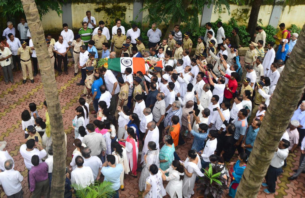 Relatives and friends carry the body of former cricketer Ajit Wadekar to a crematorium in Mumbai. AFP photo