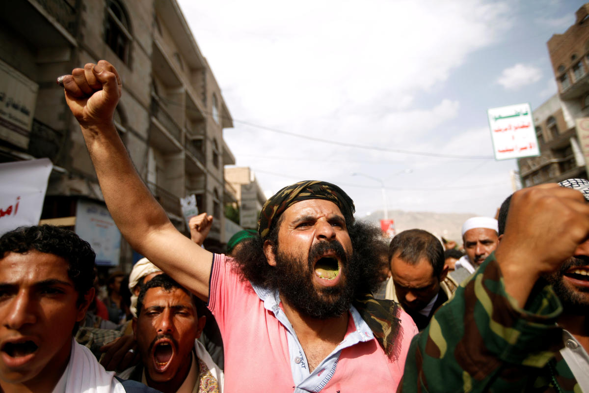 Houthi supporters rally against the alleged involvement of the United States in the deteriorating Yemeni economy in Sanaa, Yemen August 17, 2018. Reuters
