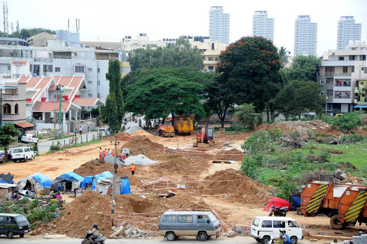 Sewage pipeline being laid beside the stormwater drain on Chikkalasandra lakebed in Bengaluru on Monday.DH PHOTO/SRIKANTA SHARMA R