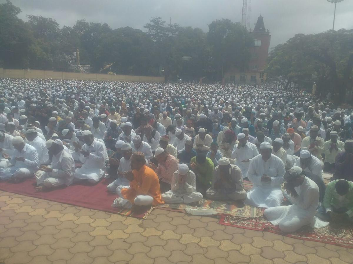 Thousands of Muslims gather for the Bakrid mass prayer, in Hubballi, on Wednesday. DH photo.