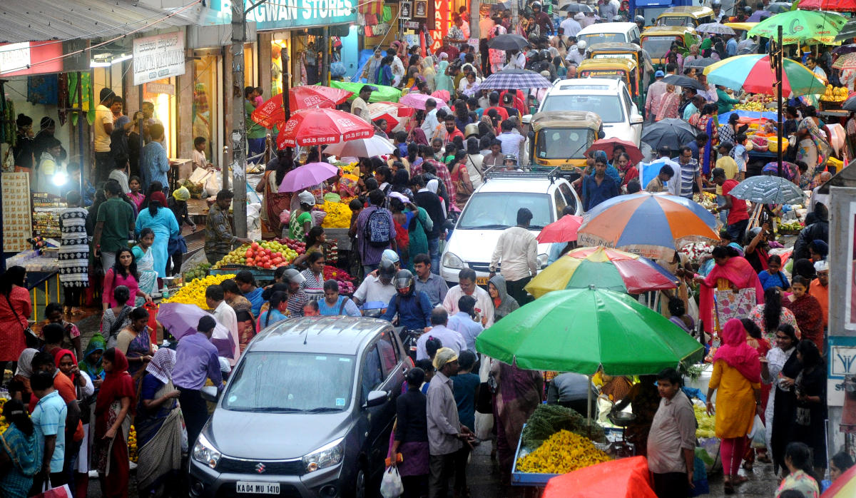 People gather in large numbers at Malleswaram on Thursday to purchase fruits and flowers on the eve of the Varamahalakshmi festival. Vehicular movement was exceptionally slow. DH PHOTO/Srikanta Sharma R