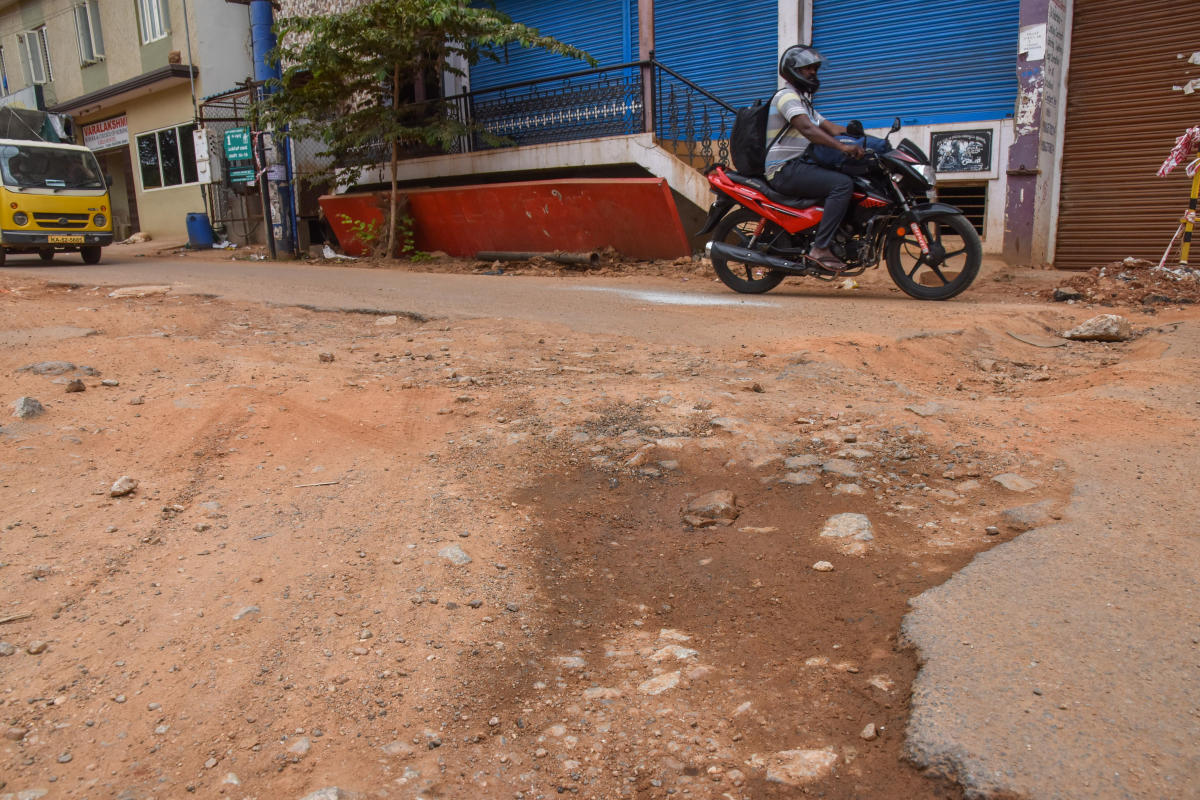 The BWSSB has cut the road to lay the Cauvery water pipe connection past three months back at Kirloskar Layout, Hesaraghatta Road, Bengaluru on Wednesday. Photo by S K Dinesh