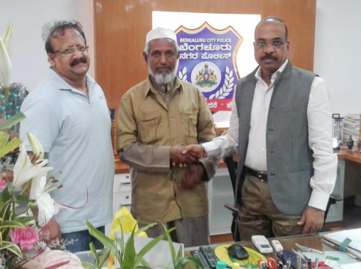 Auto driver Farad who returned the wallet of an IT company owner being felicitated at the police commissioner's office on Thursday.