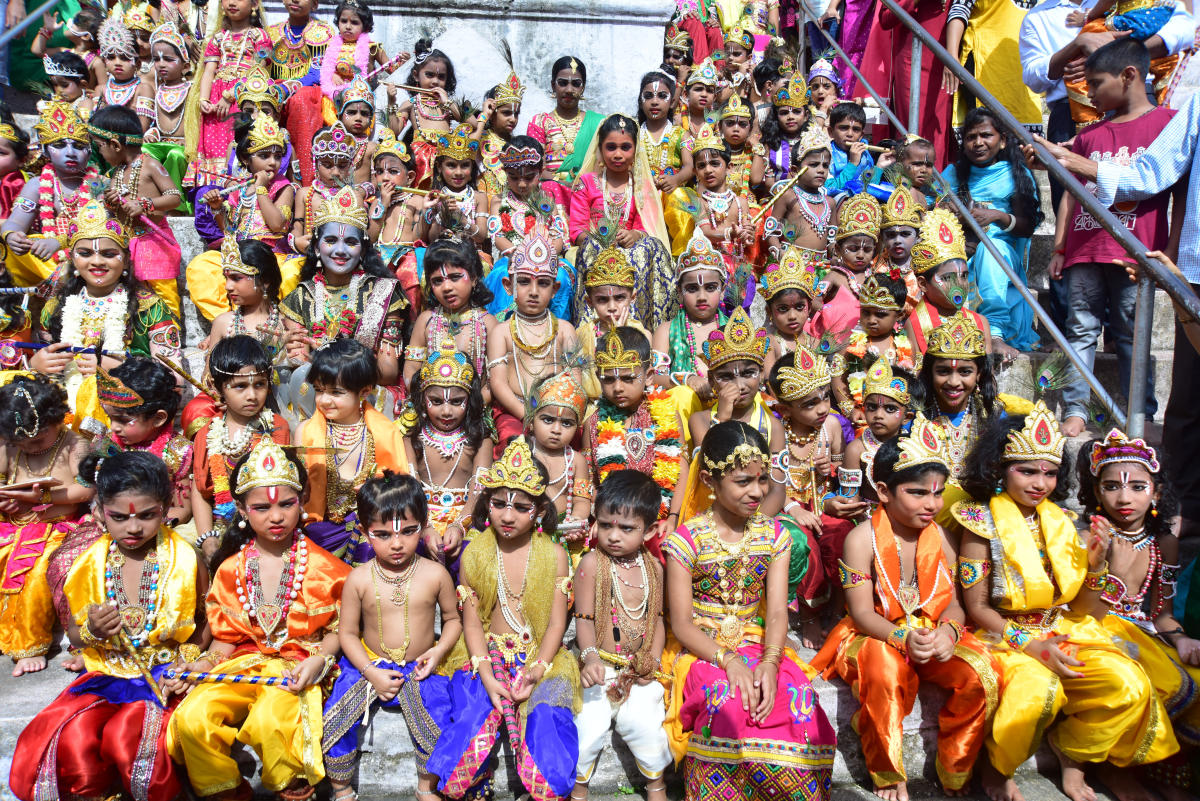 Children take part in Krishna Vesha competition, organised by Kalkura Pratishthana at Kadri Manjunatha Temple on Sunday. DH PHOTO
