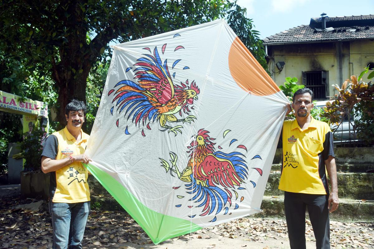 Dinesh Holla and Sathis Rao of Team Mangaluru will showcase the 'Korida Katta' kite at the international kite festival in France.