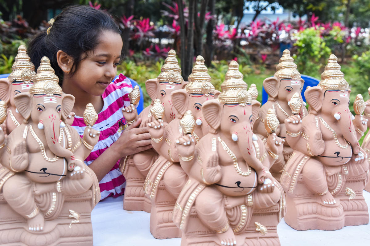 Clay Ganeshas are fast-moving this season. DH Photo by S K Dinesh