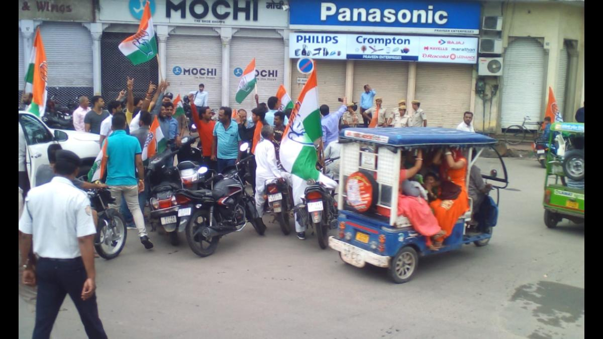 As the Congress got support from other Opposition parties and trade unions, the markets in Jaipur remained shut. DH photo