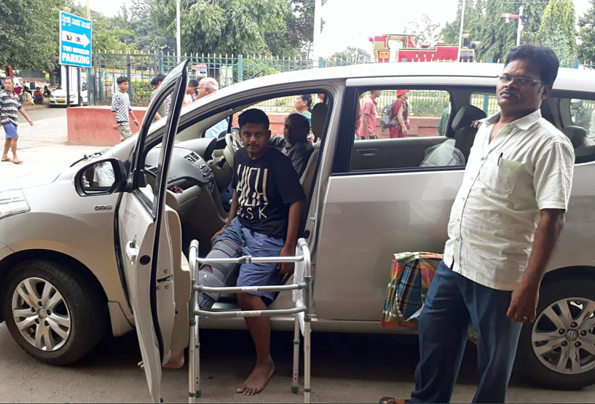 Anil Kumar and Prabhapathy ferried patients to hospitals in their own car.