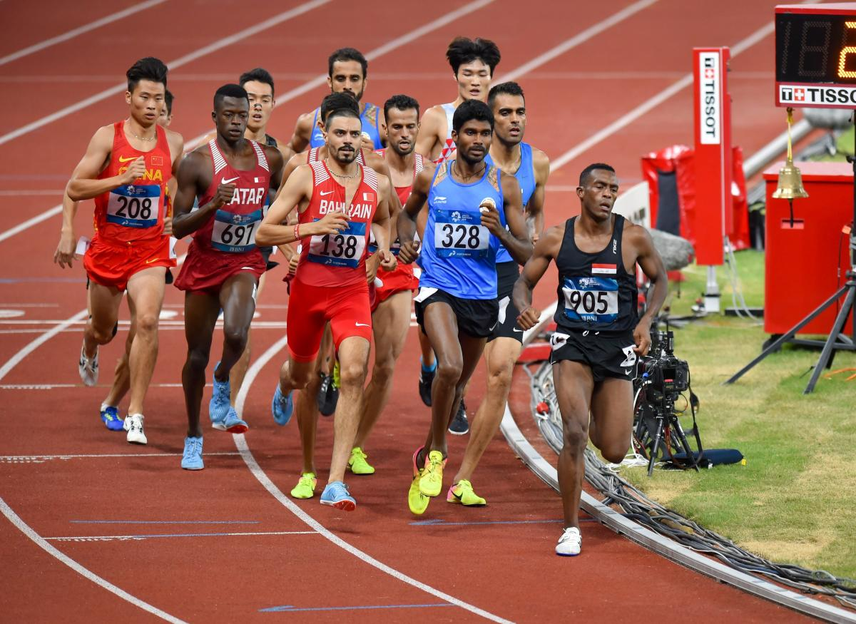 Jinson Johnson (328) tackles the Asian Games 1500M field.