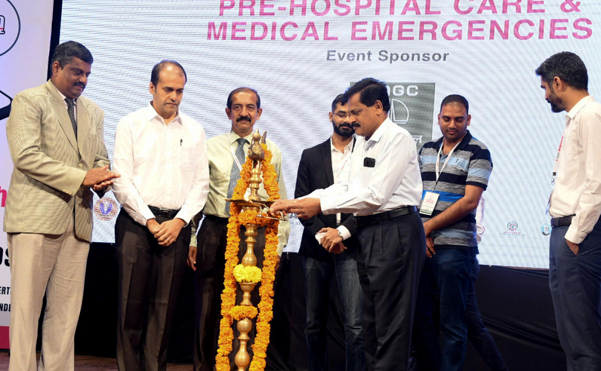 Saving lives: DHO Dr Ramakrishna Rao inaugurates a conference on 'Pre-hospital Care and Medical Emergencies', organised by Savior campaign and the district administration at Town Hall in Mangaluru on Sunday.