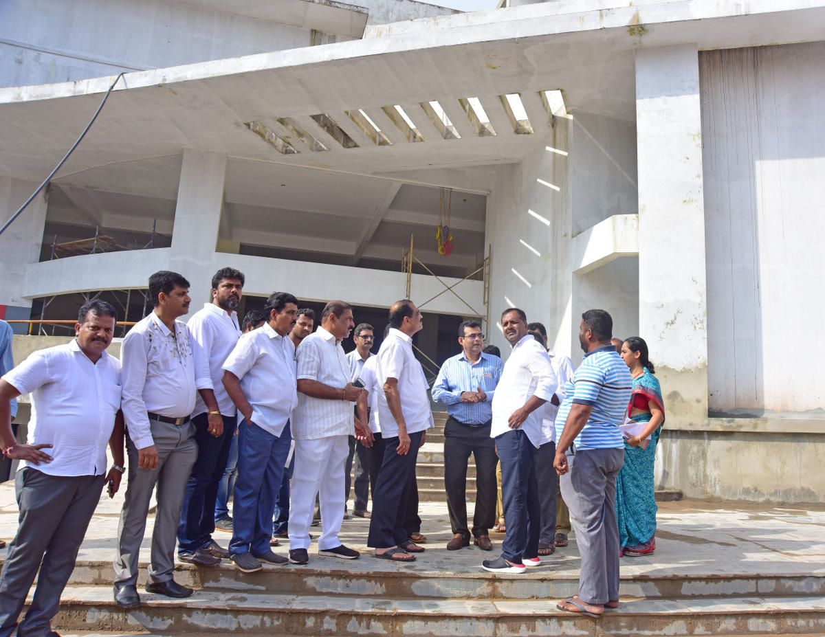 Urban Development and Housing and District in-charge minister U T Khader inspects the work at the new market complex in Urwa junction, Mangaluru, on Monday.