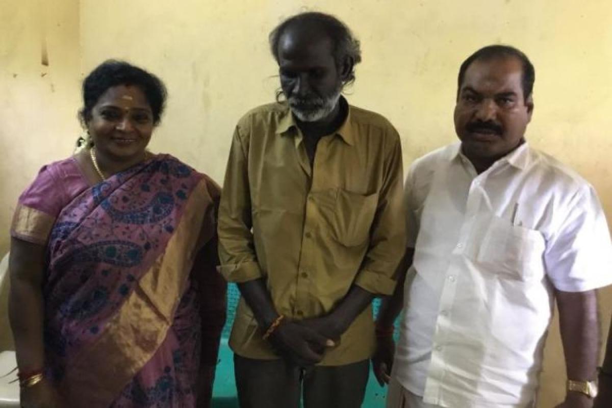 TN BJP chief Tamilisai Soundararajan meets Kathir (centre) at his residence in Chennai on Tuesday. (pic @DrTamilisaiBJP)