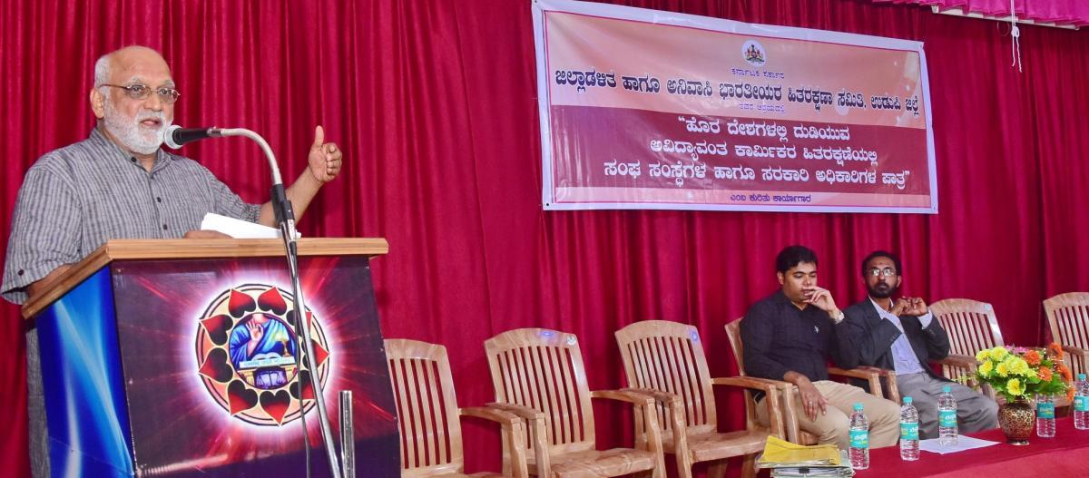 Dr Ravindranath Shanbhag, Human Rights Protection Foundation Udupi district president, speaks during a workshop organised to create awareness among the NRIs in Udupi on Tuesday.