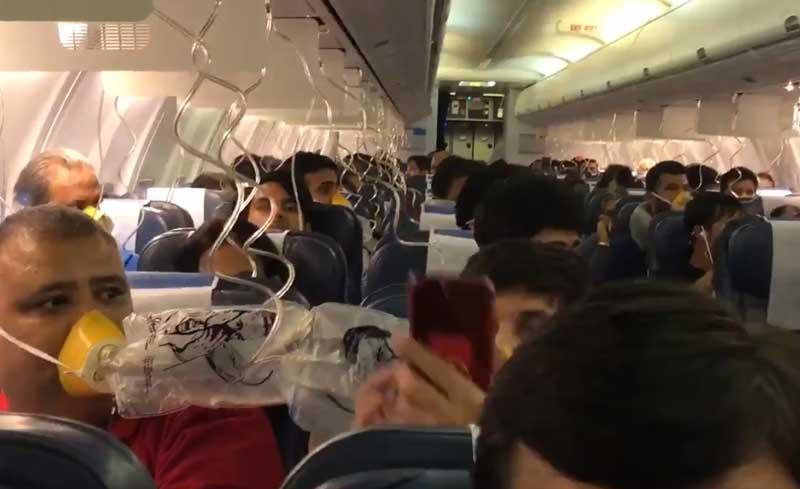 Passengers wearing oxygen mas inside the Jet Airways flight. Screengrab. Source: Twitter/DarshakHathi