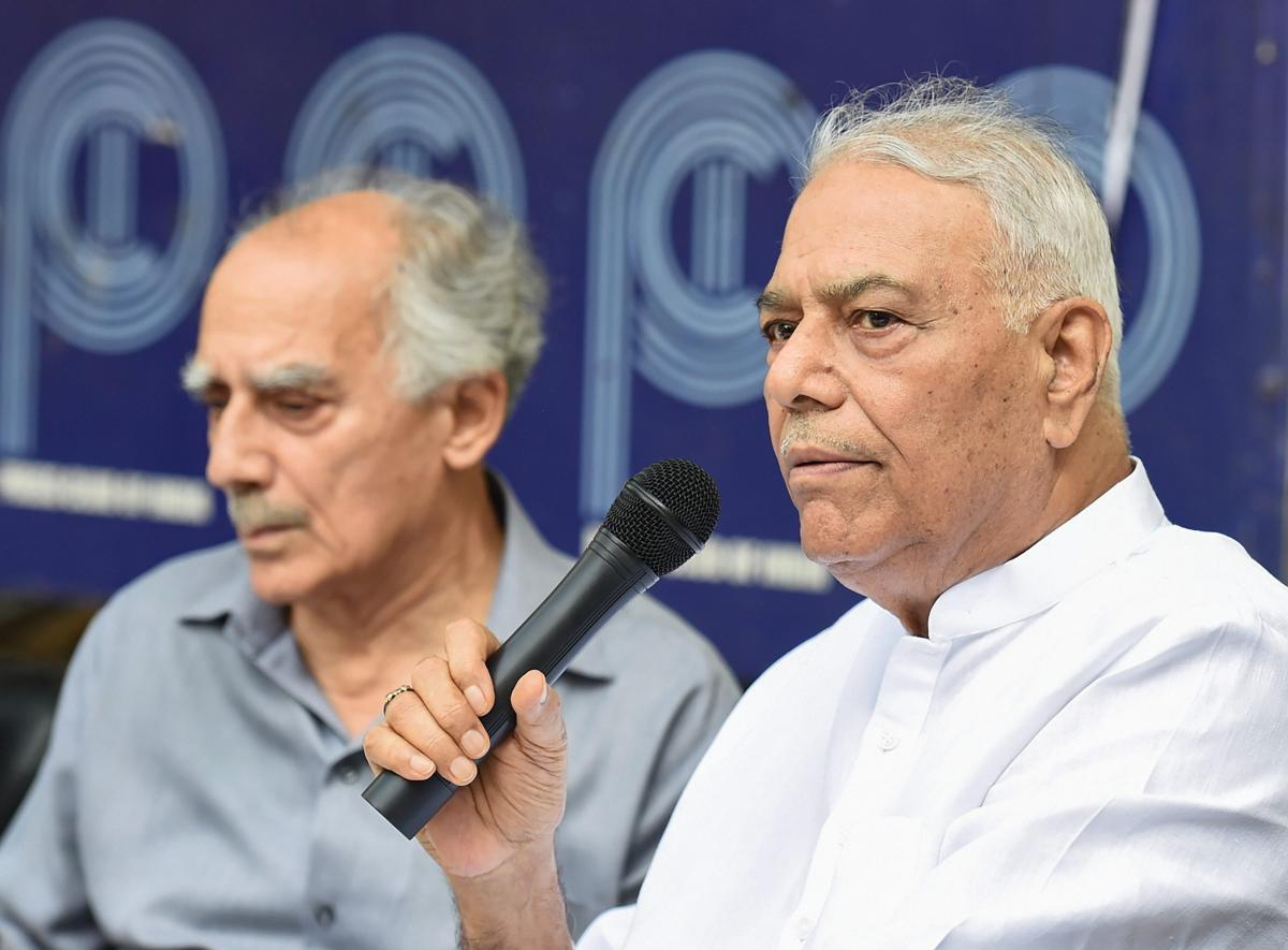 Former union ministers Arun Shourie and Yashwant Sinha. (PTI Photo)