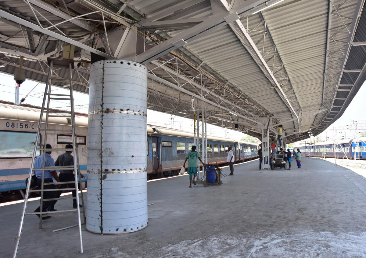 At present, IRCTC is allowed to set up food stalls in the concourse area only. (DH Photo/Irshad Mahammad)