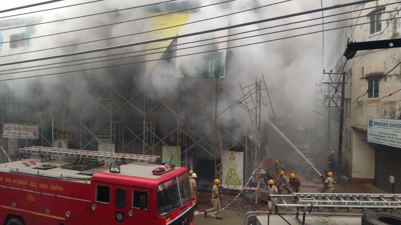 A readymade garment showroom was gutted by fire in Mangaluru on Thursday morning. DH photo.