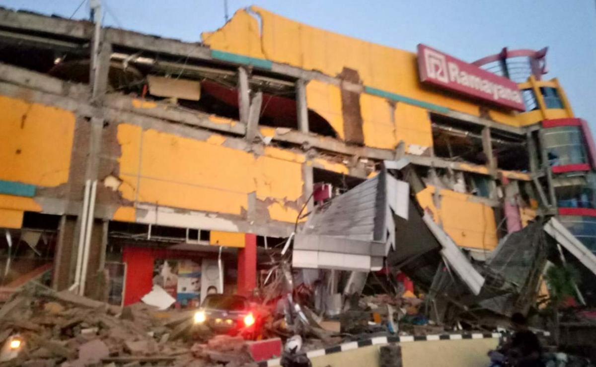 A collapsed shopping mall in Palu, Central Sulawesi after a strong earthquake hit the area. AFP photo