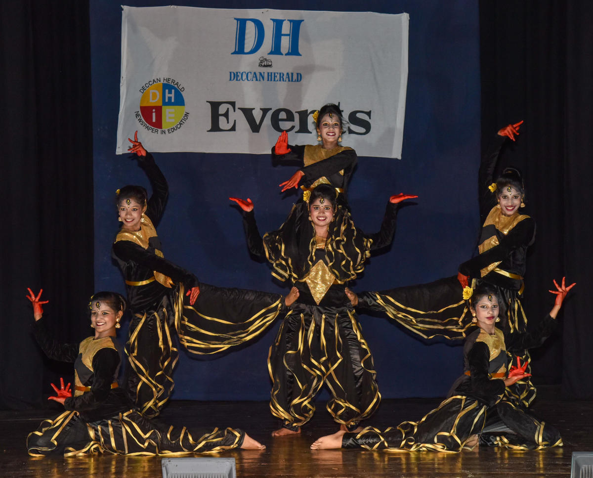 Deccan Herald in Education (DHiE) Senior Dance Competition (Zone B) first prize winners, Ganga International School, performing at Bal Bhavan in Cubbon Park on Friday. DH Photo/S K Dinesh