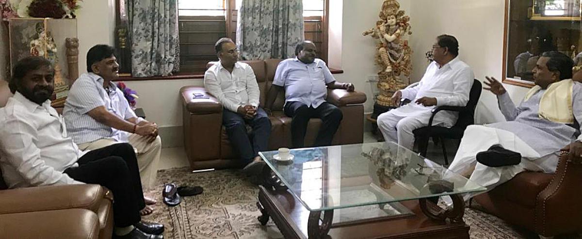 Chief minister H D Kumaraswamy along with Eswar Khandre, D K Shivakumar, Dinesh Kundu Rao, deputy chief minister Dr. G Parameswara and former chief minister Siddaramaiah having a meeting at Siddaramaiah's residence in Bengaluru on Friday.