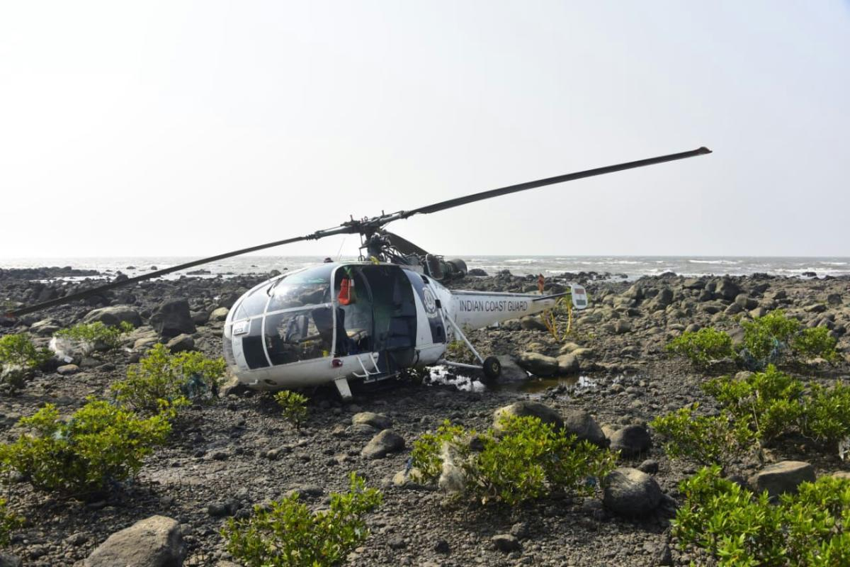 """A Chetak helicopter of the Indian Navy made """"hard-landing"""" at the INS Rajali naval base in Arakkonam on Monday"""