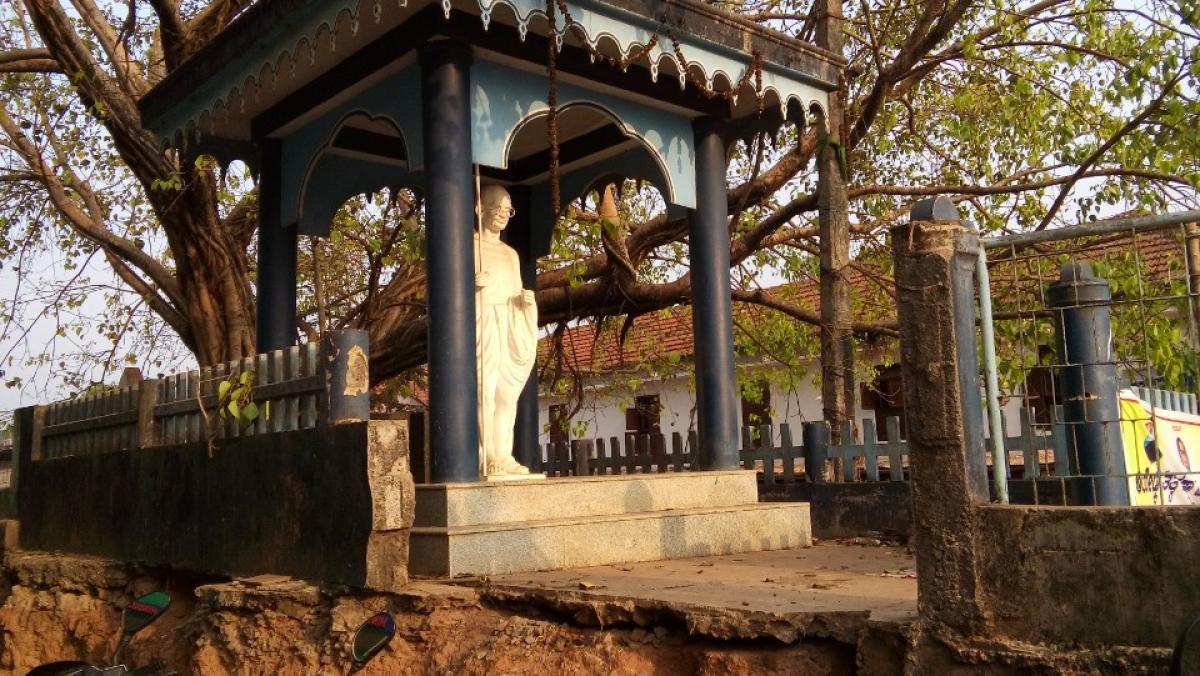 The statue of Gandhi in Gandhi Mantapa.