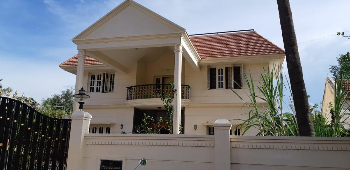 The house beloinging to Ramalingegowda, a grade 1 contractor and brother of Gowdaiah, which was raided by the ACB officials at Nettekere village in Gubbi taluk of Tumakuru district. DH Photo