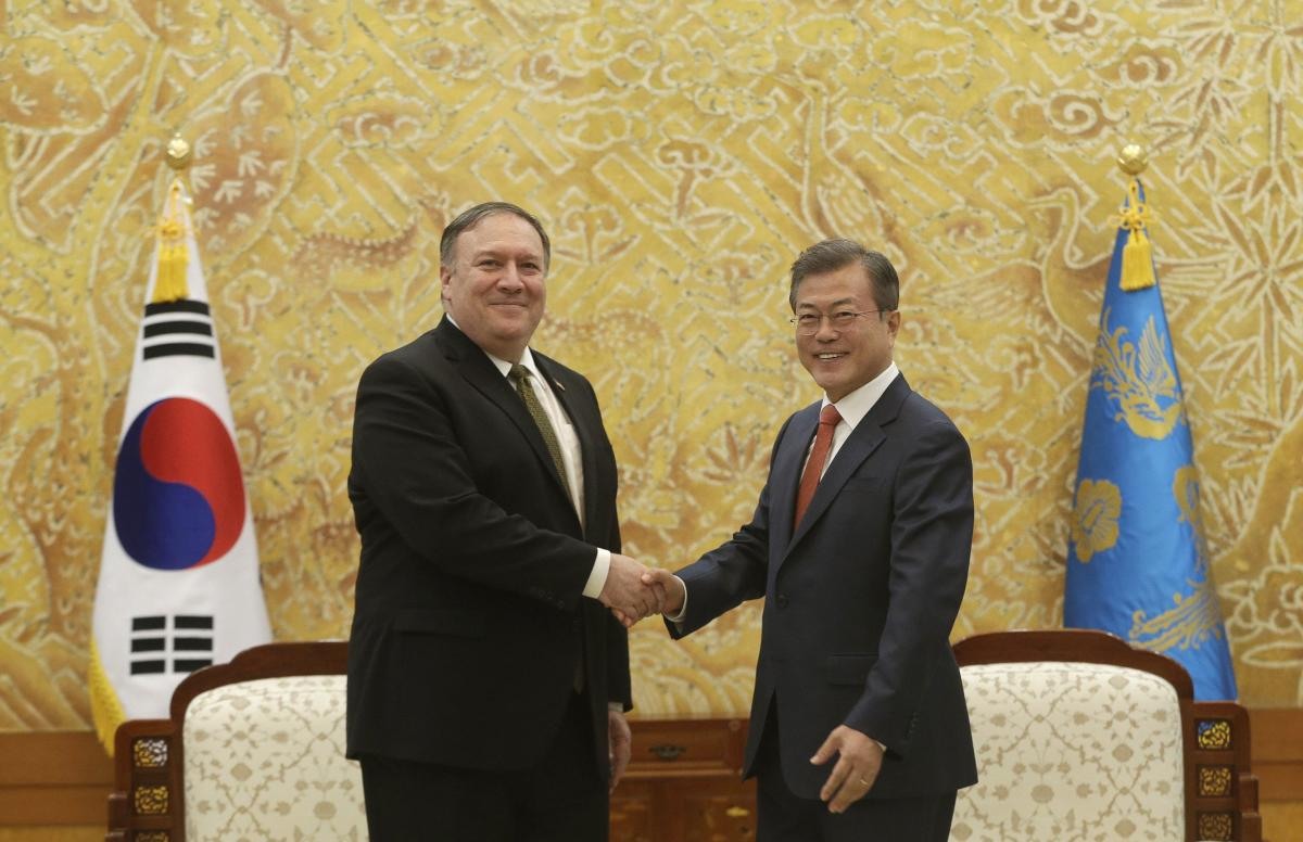 South Korean President Moon Jae-in, right, shakes hands with U.S. Secretary of State Mike Pompeo during a meeting at the presidential Blue House in Seoul, South Korea, Sunday, Oct. 7, 2018. (AP/PTI Photo)