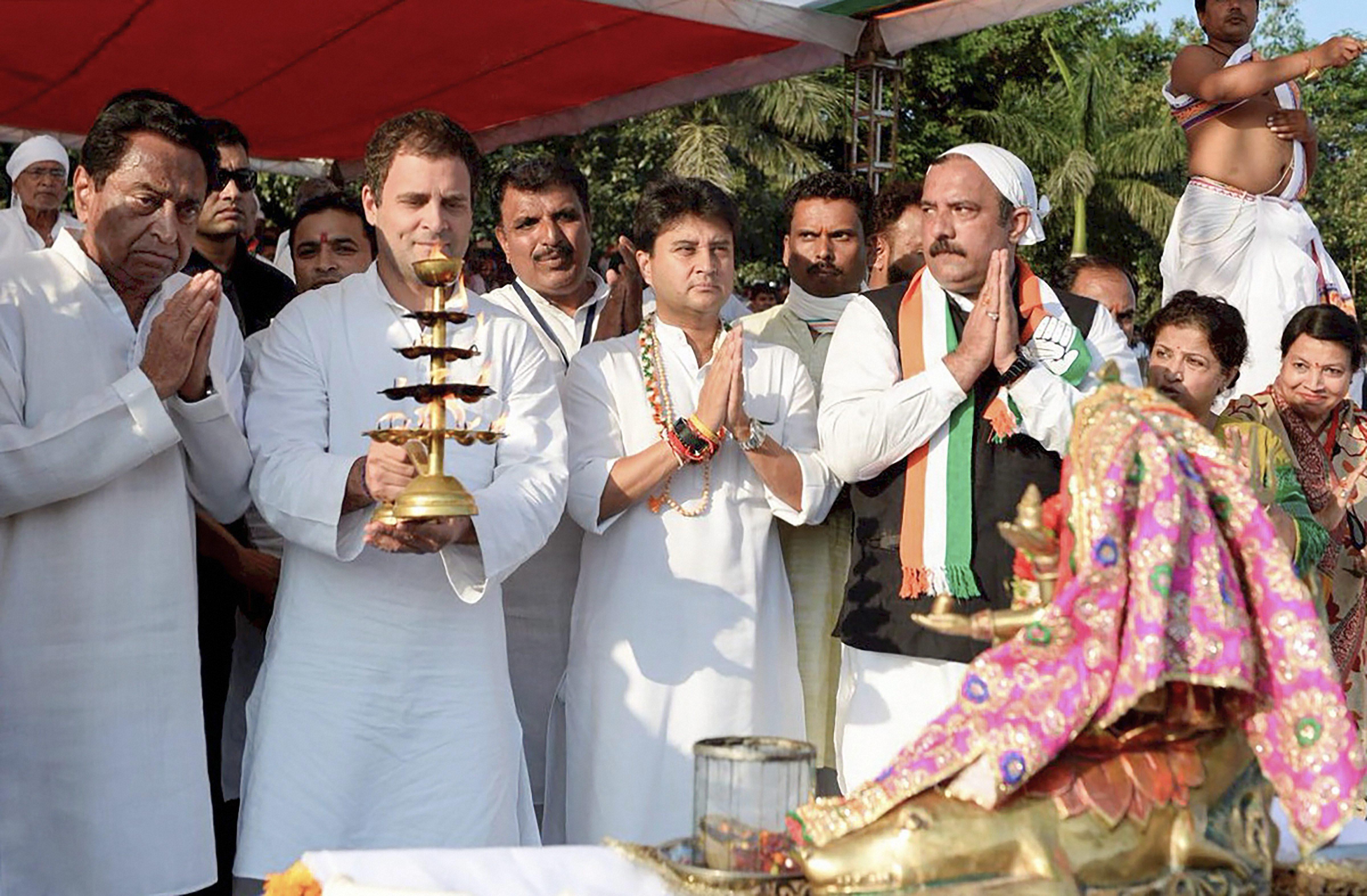 Congress president Rahul Gandhi offers prayers at Gwari Ghat, in Jabalpur, on Saturday. PTI
