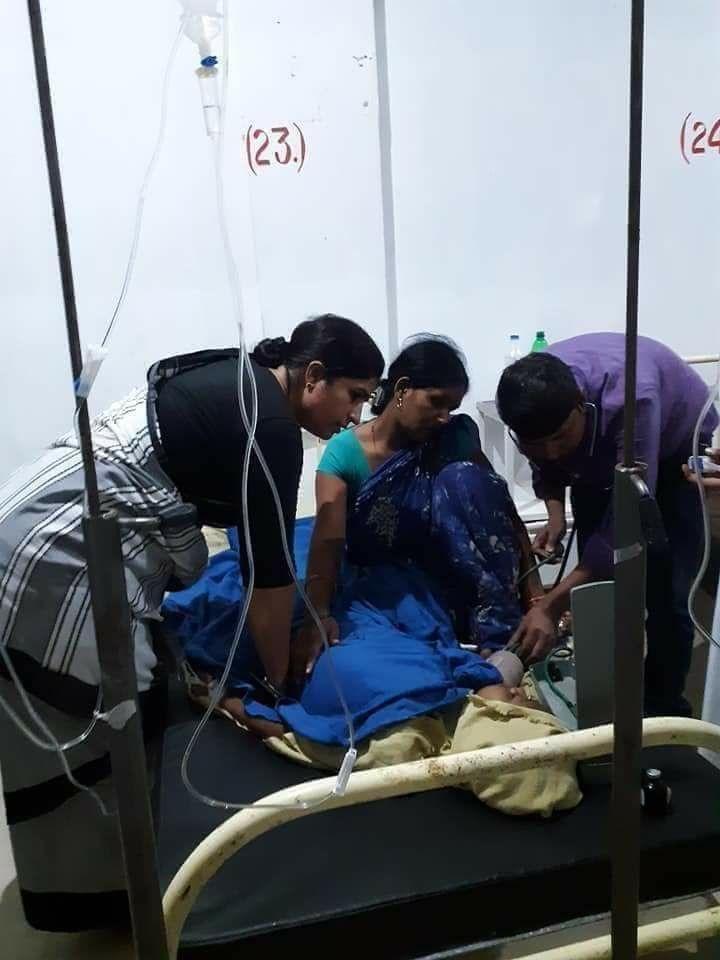 Congress MP Ranjit Ranjan meets injured girls at a government hospital at Supaul. DH Photo